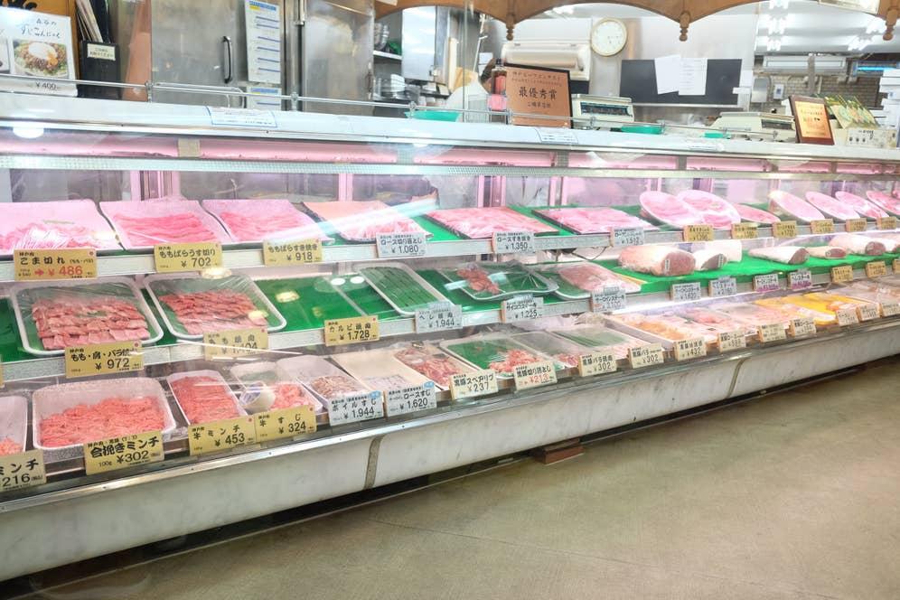 新鮮なお肉たちが販売されています。