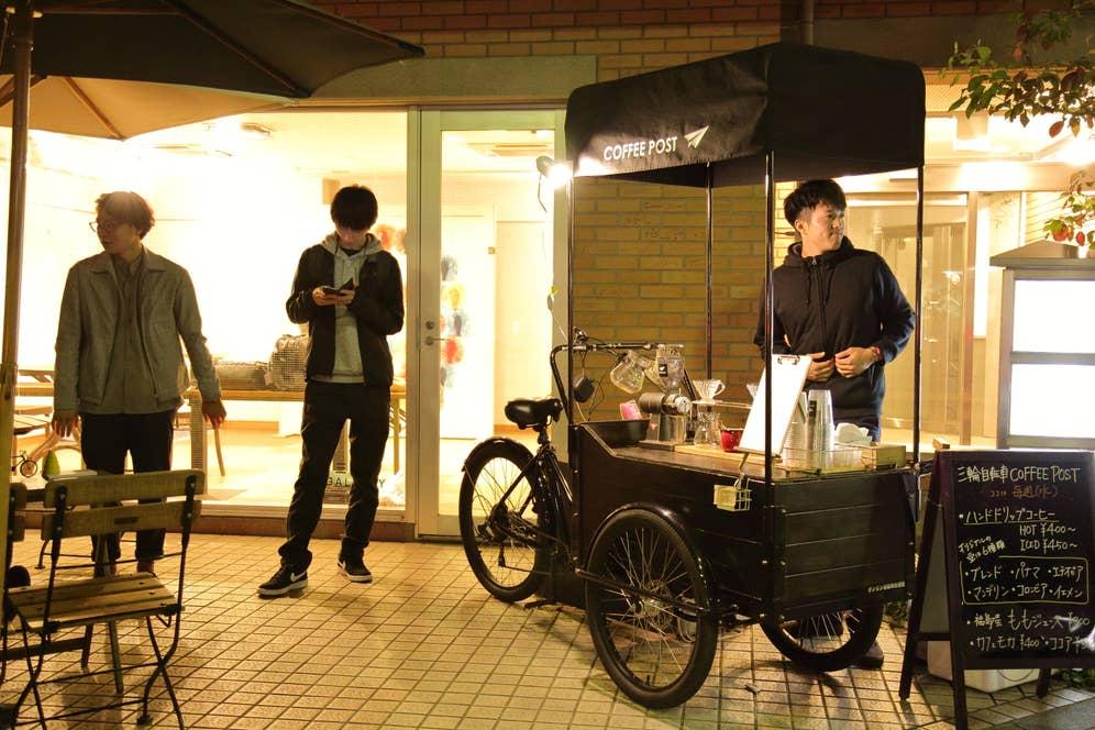 三輪さんの作った三輪自転車。毎日川越の街を一人が漕いで、一人が走って移動している