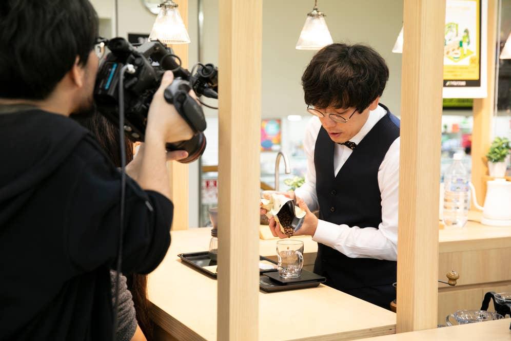 東急ハンズ渋谷店3階Cフロアのキッチンスタジオでのイベントに向けて、動画を撮影中の風景