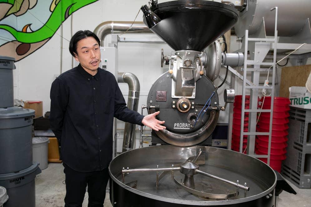 焙煎機は50年代に製造されたドイツ製プロバットUG22。これを間近で見られる焙煎所は日本でここだけかもしれない。