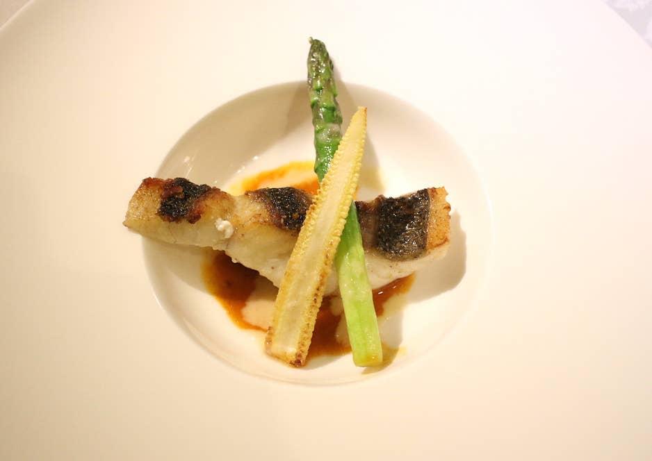 白身魚のソテー トムヤンクン風ソース