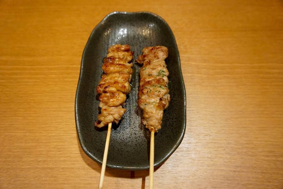 右の元気串(ニンニク風味)もイチオシです