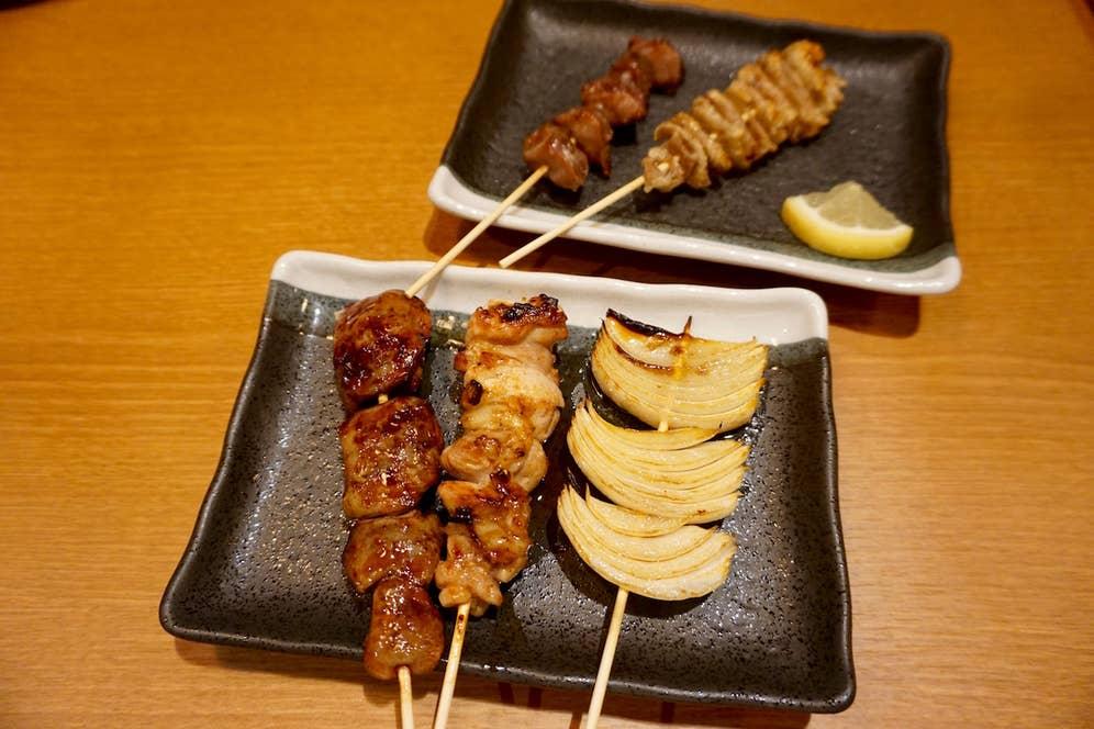 やきとりは1串150〜220円(税別)。焼き野菜は1串150円(税別)とリーズナブル