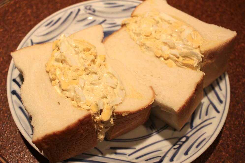 ▲食パンをおよそ半斤使った名物のサンドイッチ
