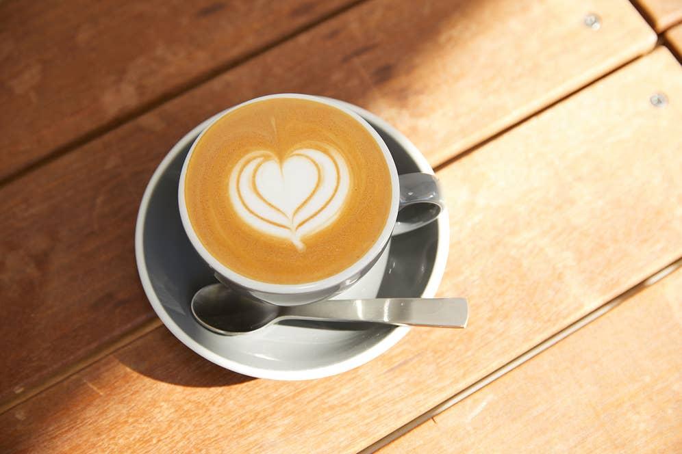 27 Coffee Roastersのバリスタ、ヨッシーこと吉野さんが作ってくれたラテ