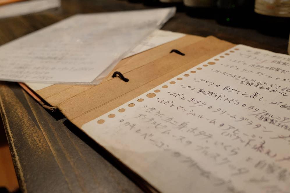 メニューは手書きでびっしりと
