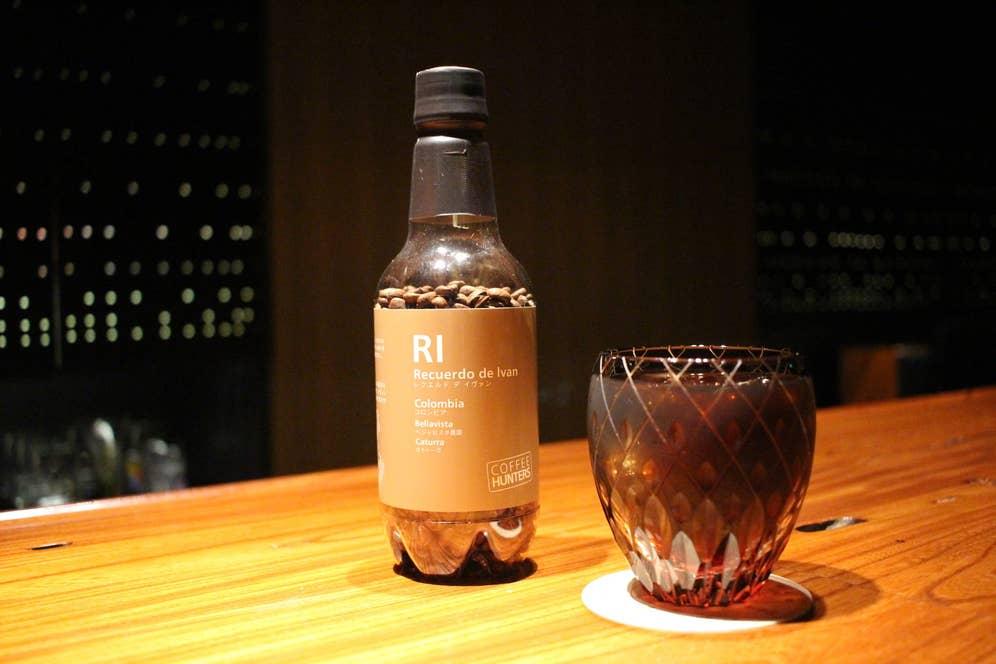 使用しているコーヒーは、ミカフェートの「レクエルド デ イヴァン」。コロンビア原産の、フルーツの風味と濃厚な甘みが特徴のコーヒーです。珍しい品種を扱っていたり、独自の栽培・精選を行っていたりする農園のコーヒーをラインナップした、「コーヒーハンター」というブランドの商品です。