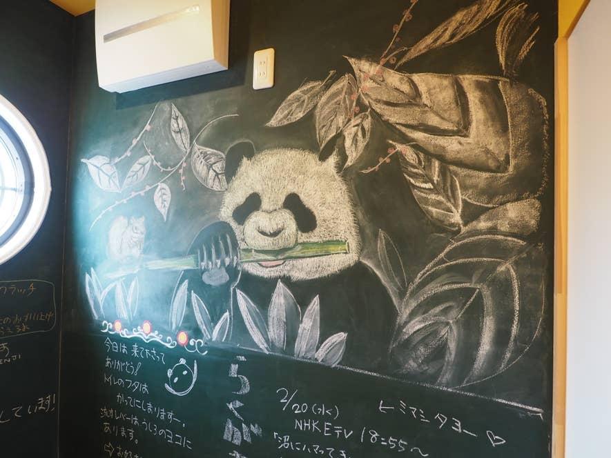 壁には池田さん作のチョークアートが!