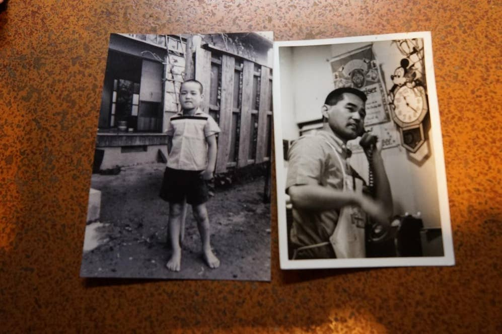 ▲左:佐賀県で過ごした幼少期(小学校中学年ごろ)/右:「アメリカン」創業当時