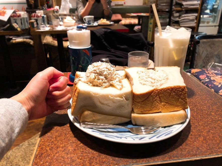 ▲厚みがゲンコツサイズのサンドイッチ