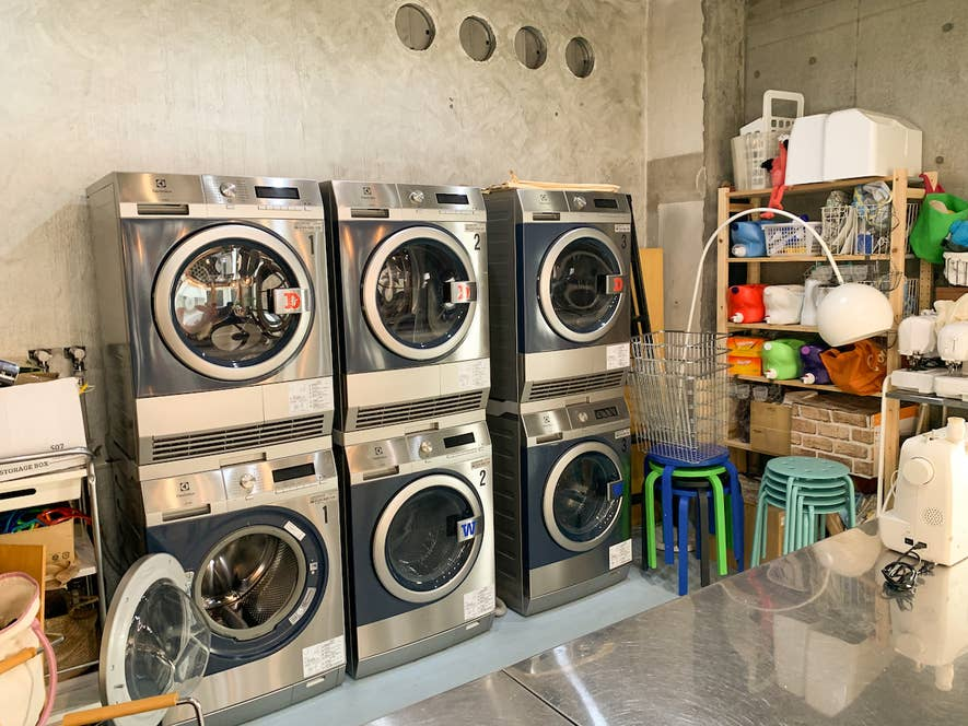 ▲洗濯機・乾燥機、ミシンやアイロンなども借りられる、まちの家事室。洗濯機・乾燥機はコインを入れるのではなく、受付で事前に料金を支払って利用。洗濯の利用は300円で、洗剤は好きなものを選べる