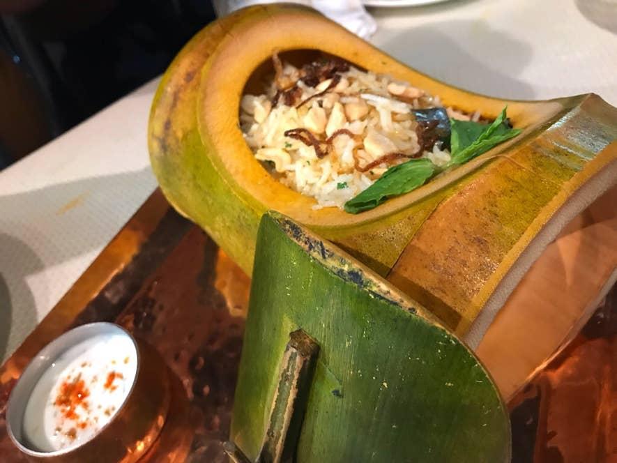 マトンビリヤニ:竹筒で提供されるビリヤニは香り高く、失神する美味さ