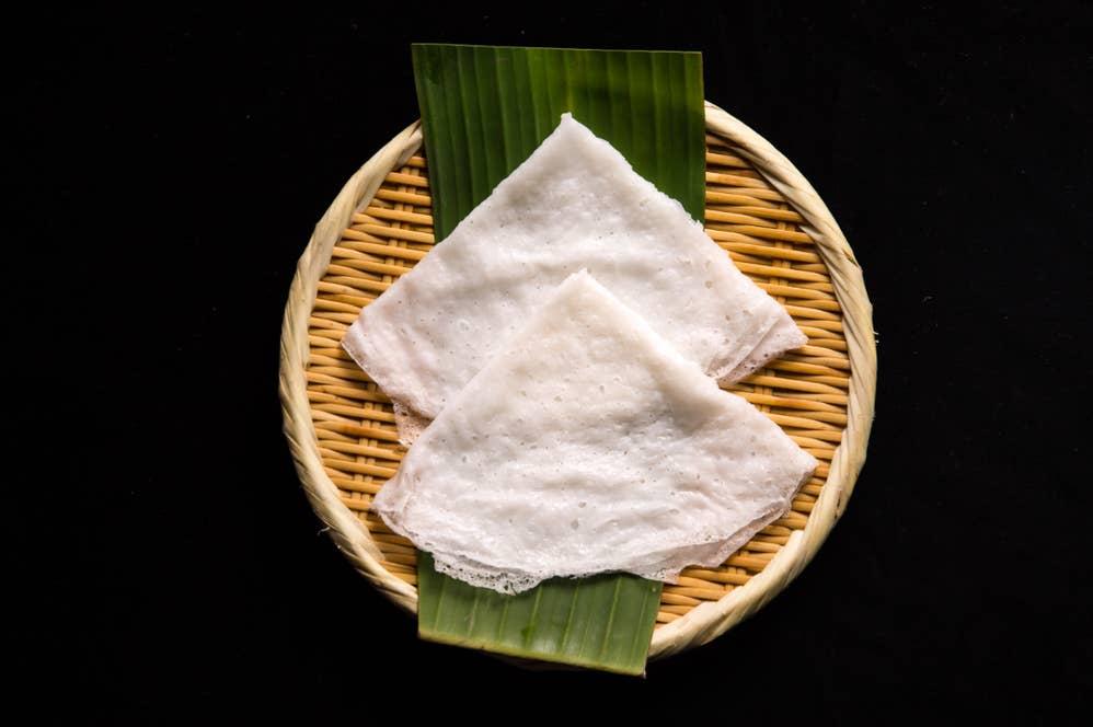 ニールドーサ:ニールは「水」の意味。米粉を発酵させず作るプルップルのドーサ