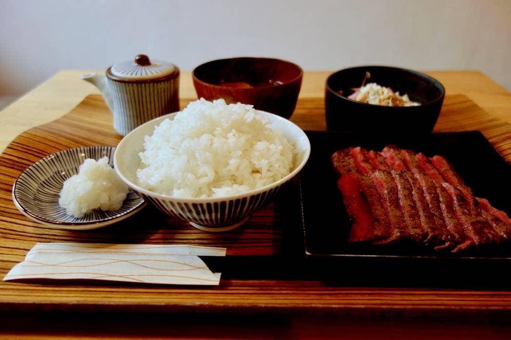 国産牛おろしポン酢ステーキ定食