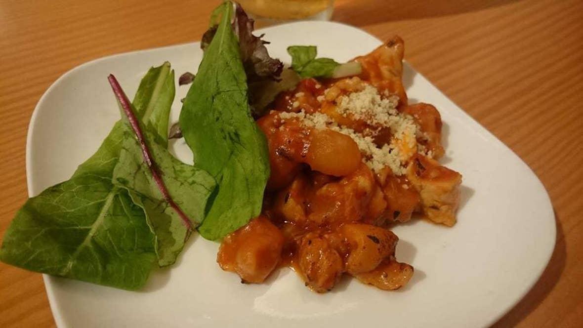 豚足と鶏むね肉と豆のトマトソース