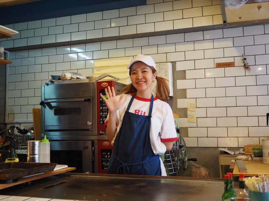 店主の日之内利恵さん。笑顔がとても素敵な女性です。