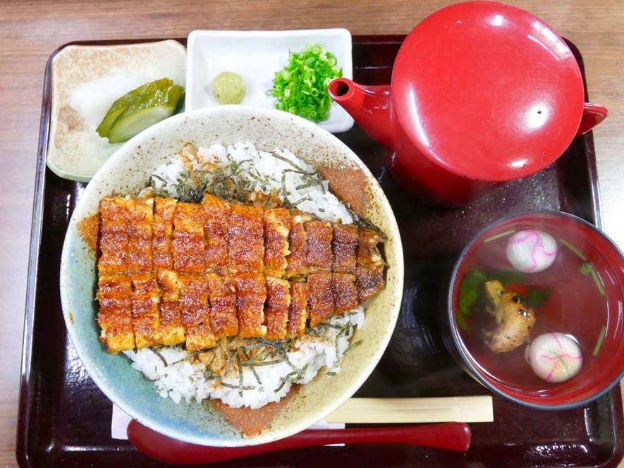 名古屋名物のひつまぶしを気軽に堪能できる「まぶし丼・松」