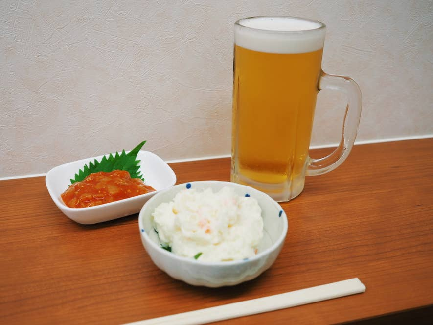 人気メニューのポテトサラダとホタテチャンジャも一緒に。絶対ビールに合う!!!と、表向きは平静を装いながらも心の中では小躍り。