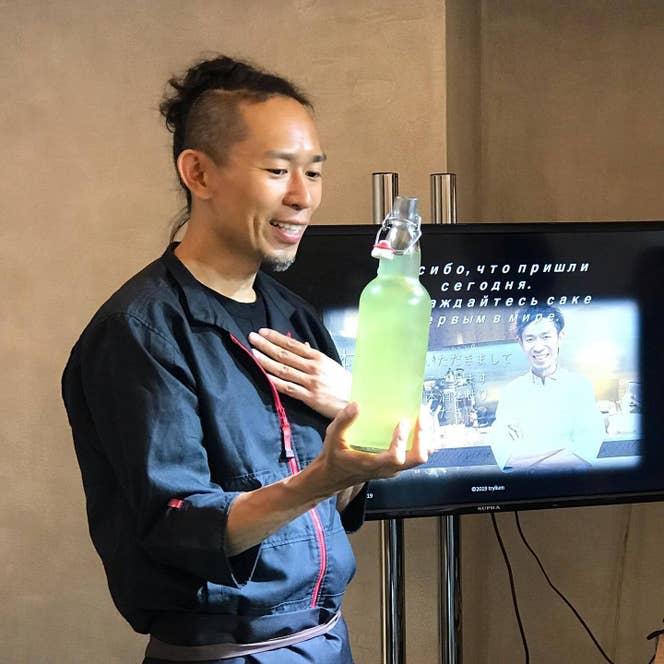 ▲9800kmかけて到着したモスクワでは現地の方50名に「旅スル日本酒」が振る舞われた