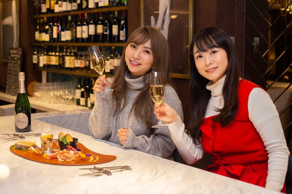 ▲上品なシャンパーニュで乾杯して、2軒目の女子会スタート!