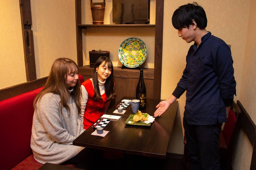 ▲天ぷらの種類はお任せ。この日はハナビラタケ、わさび菜、かぶの3種類。