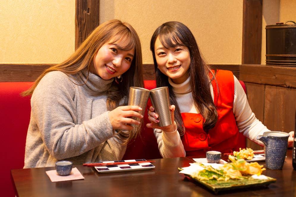 ▲日本酒と同じ蔵元の粕取り焼酎「山本 レインボー」のソーダ割(750円・税込)で2回目の乾杯!