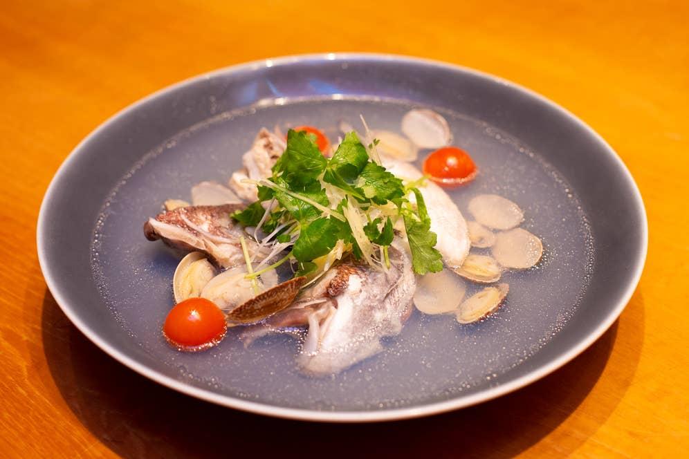 ▲鯛カマと浅利の酒蒸し 935円(税込)