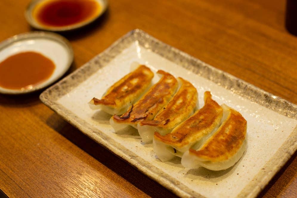 ▲まん天餃子(1列5個) 275円(税込)