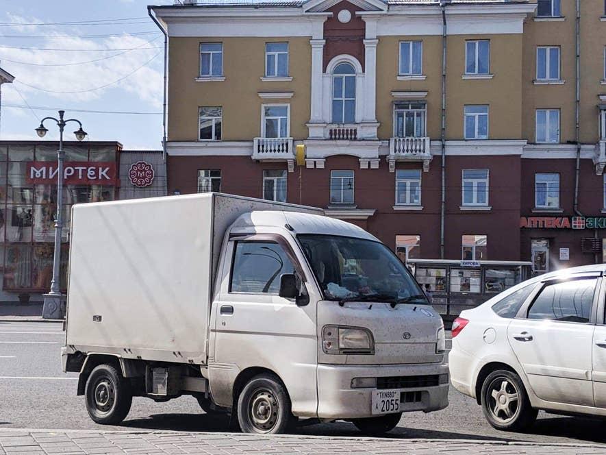 ロシアを移動しながらの日本酒製造に使われた軽トラックの「とらべえ」