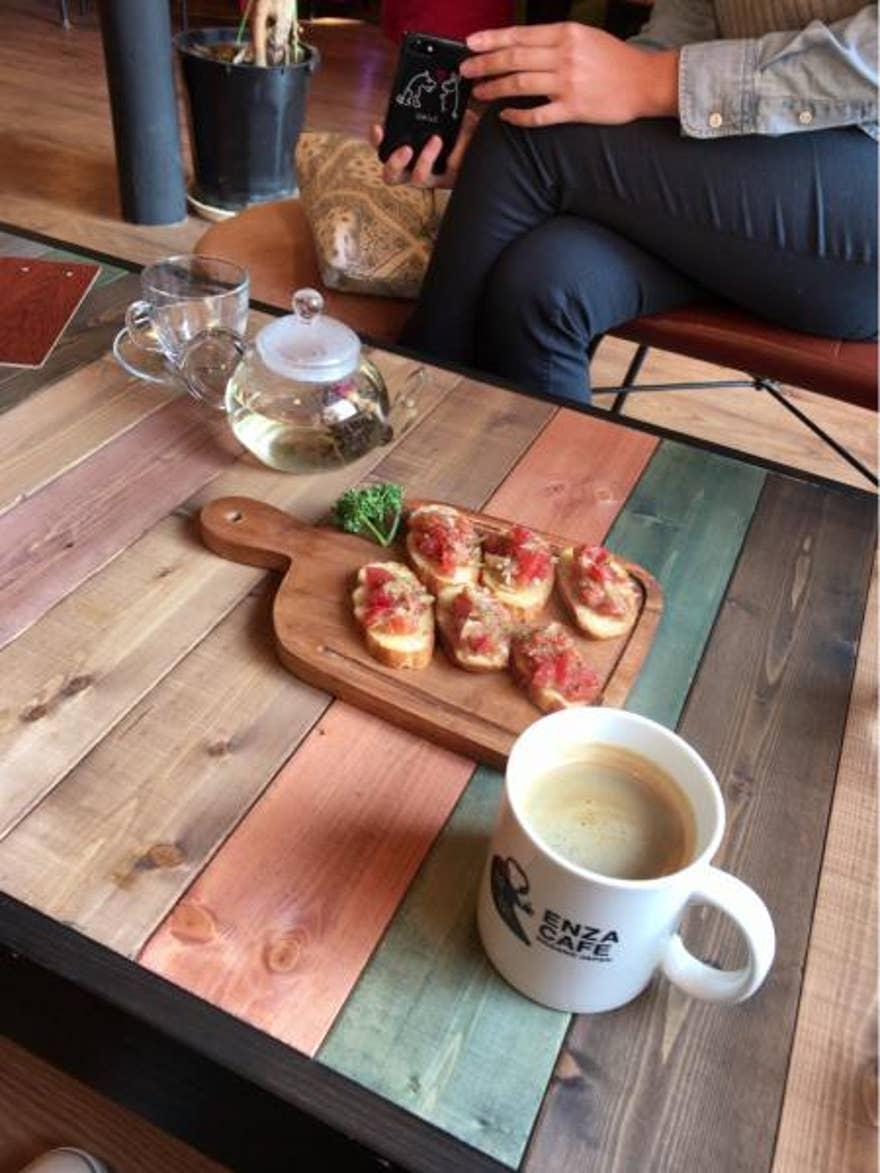 エロイーズ カフェ 混雑