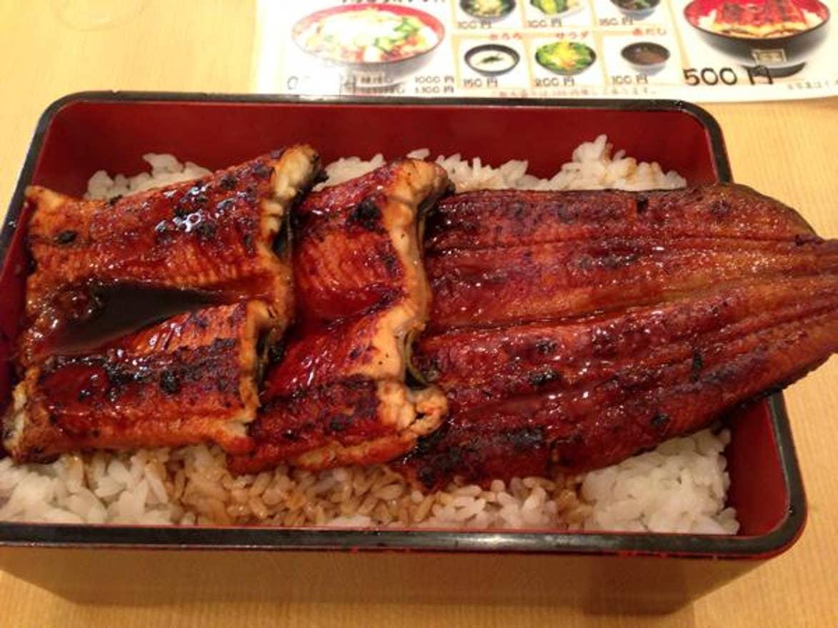 2574fe64d4 「上野 ランチ 500円」のおすすめ 1 店舗目は、備長炭で焼き上げられた香ばしい鰻をリーズナブルなお値段でいただける「名代 宇奈とと  上野」。1,000円以下でうな重や ...